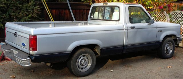 1991 Ford Ranger rusting on the driveway