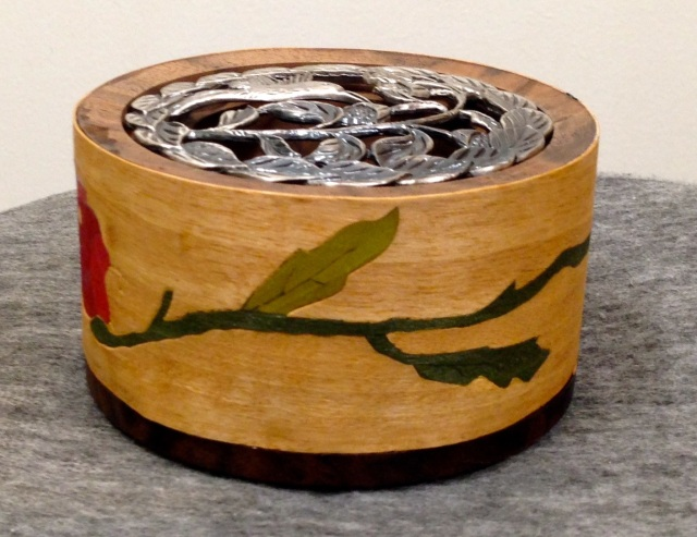 Another view of the marquetry on the potpourri bowl